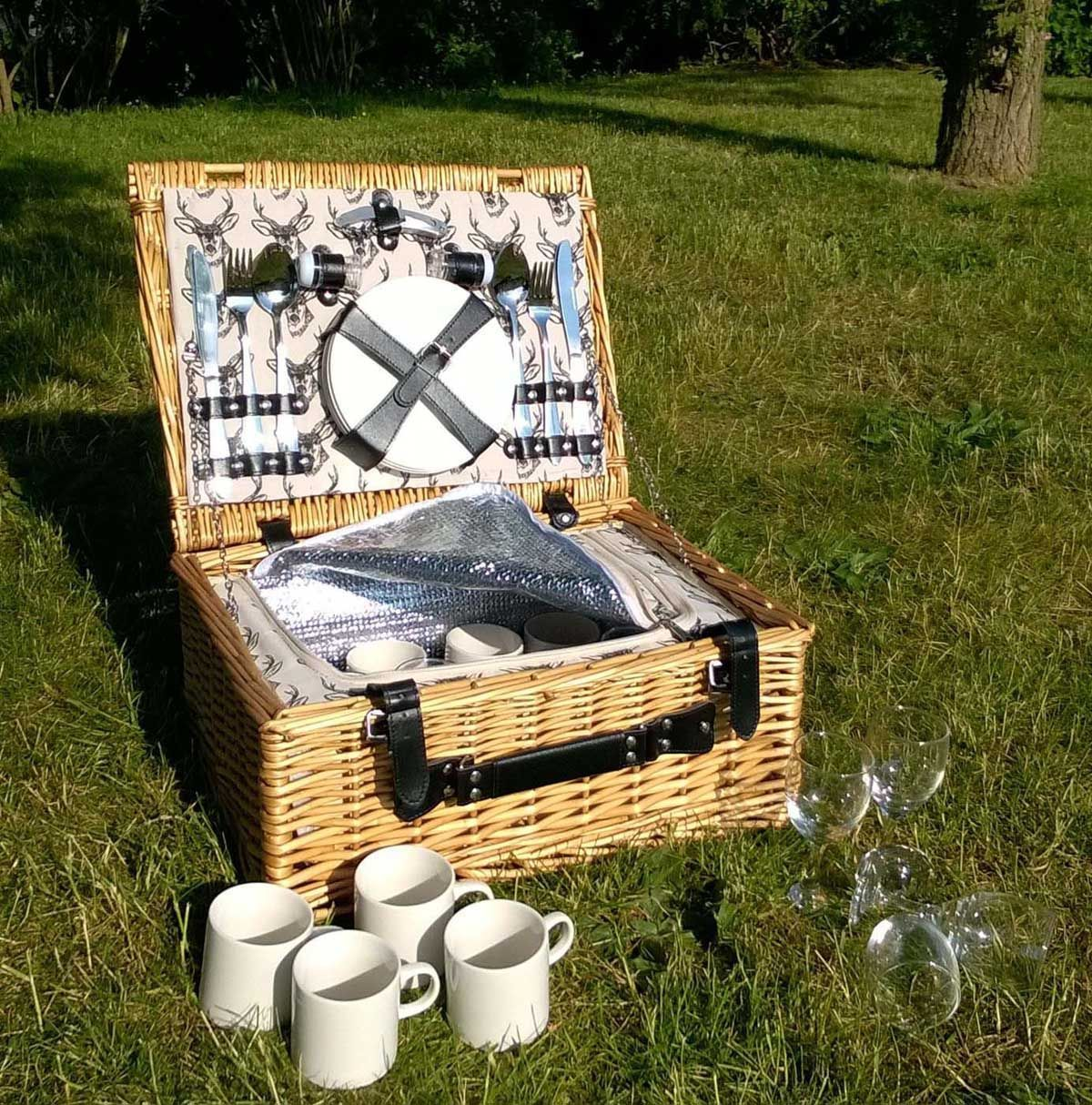 Line Drawn Stag Full Wicker 2 Or 4 Person Fitted Picnic
